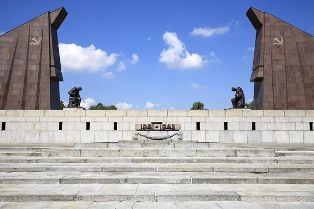 sowjetisches-ehrenmal_treptower-park_01